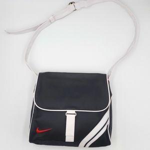Nike Sportwear Women's Futura 365 Cross-Body Bag